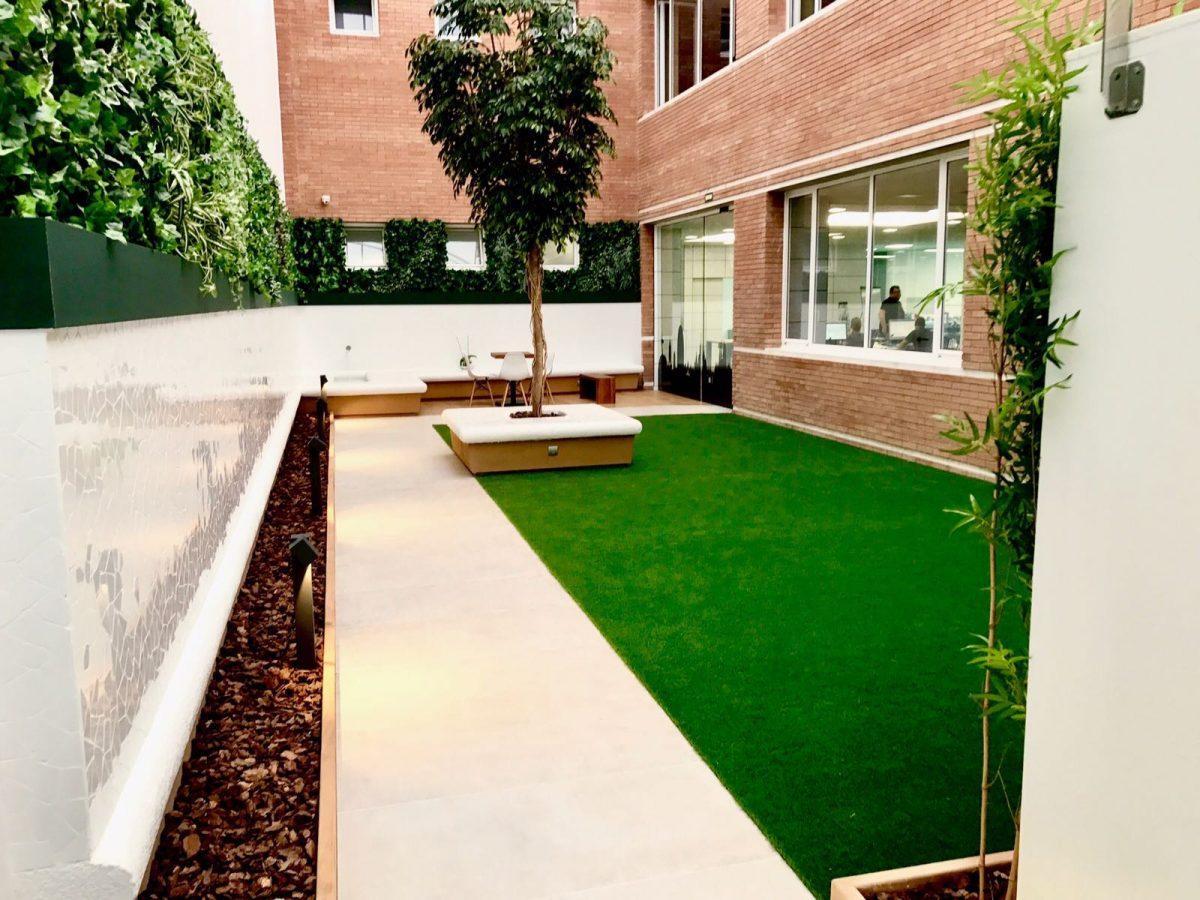 Empresa de jardiner a rea verda construcci n y - Jardines de casas particulares ...