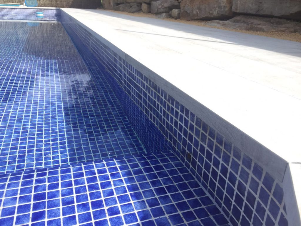 C sped artificial para piscinas en barcelona empresa de jardiner a rea verda - Piscina en barcelona ...