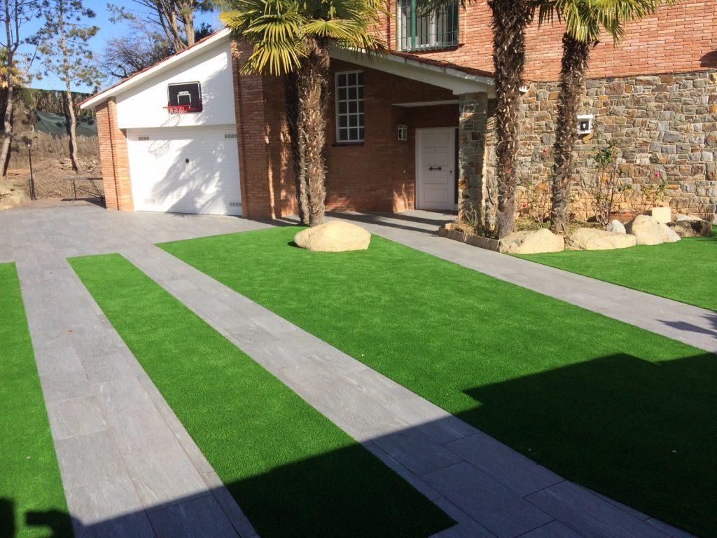 Poner cesped artificial jardines con csped artificial - Como se pone el cesped artificial ...