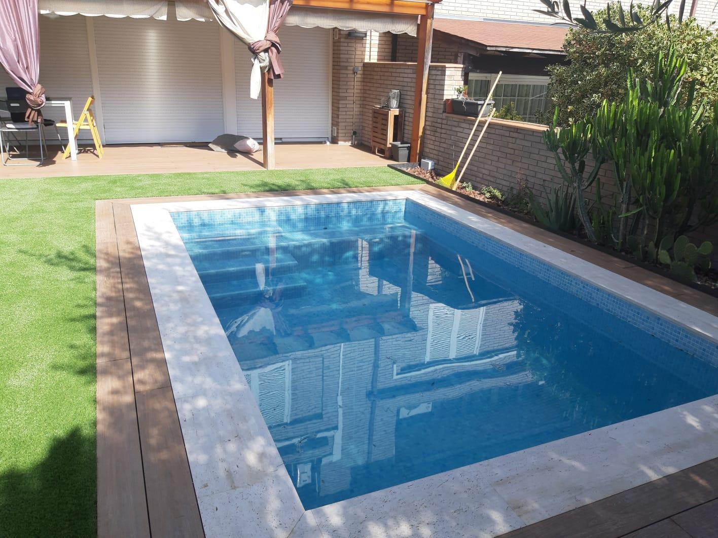 construcción piscinas blancas