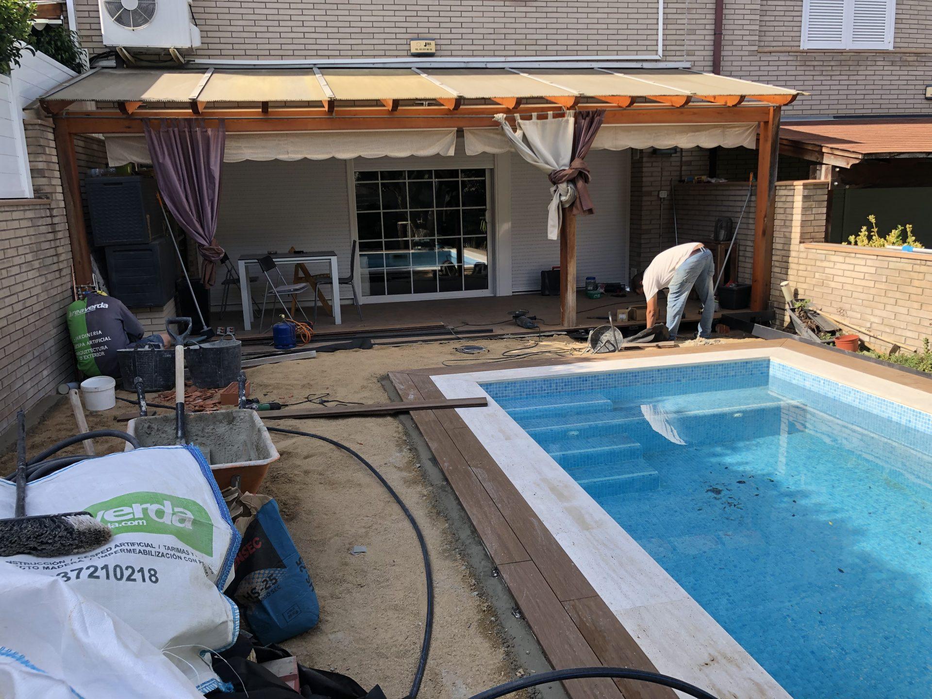 construccion jardin en barcelona con cesped artificial