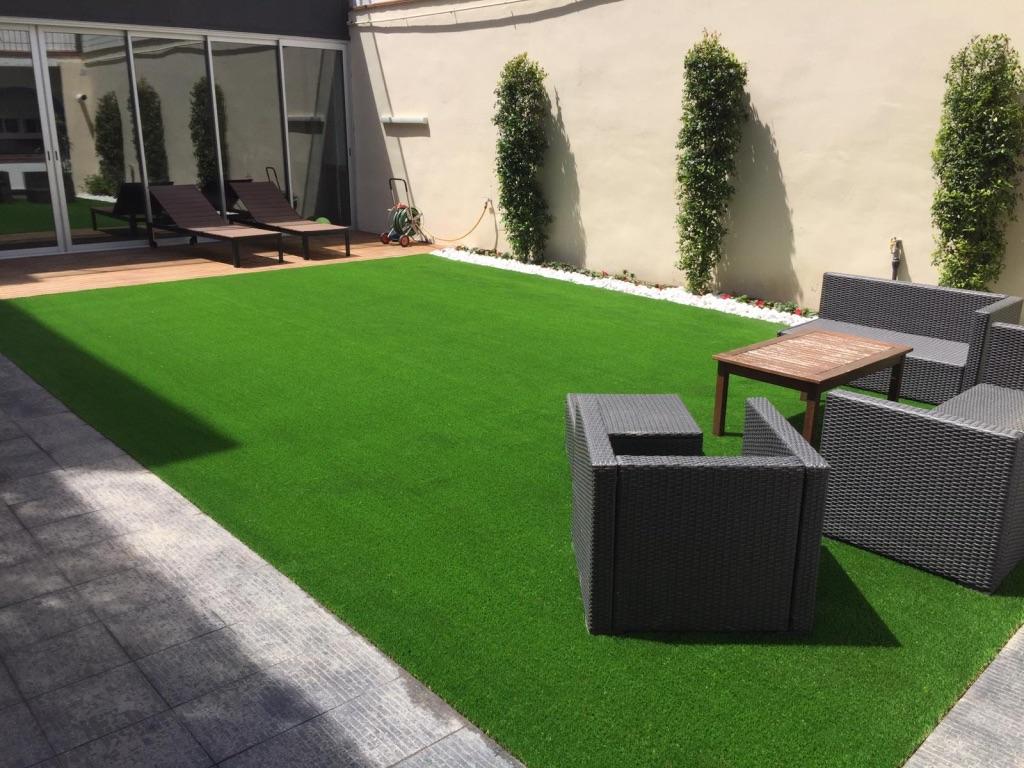 césped artificial en terrazas