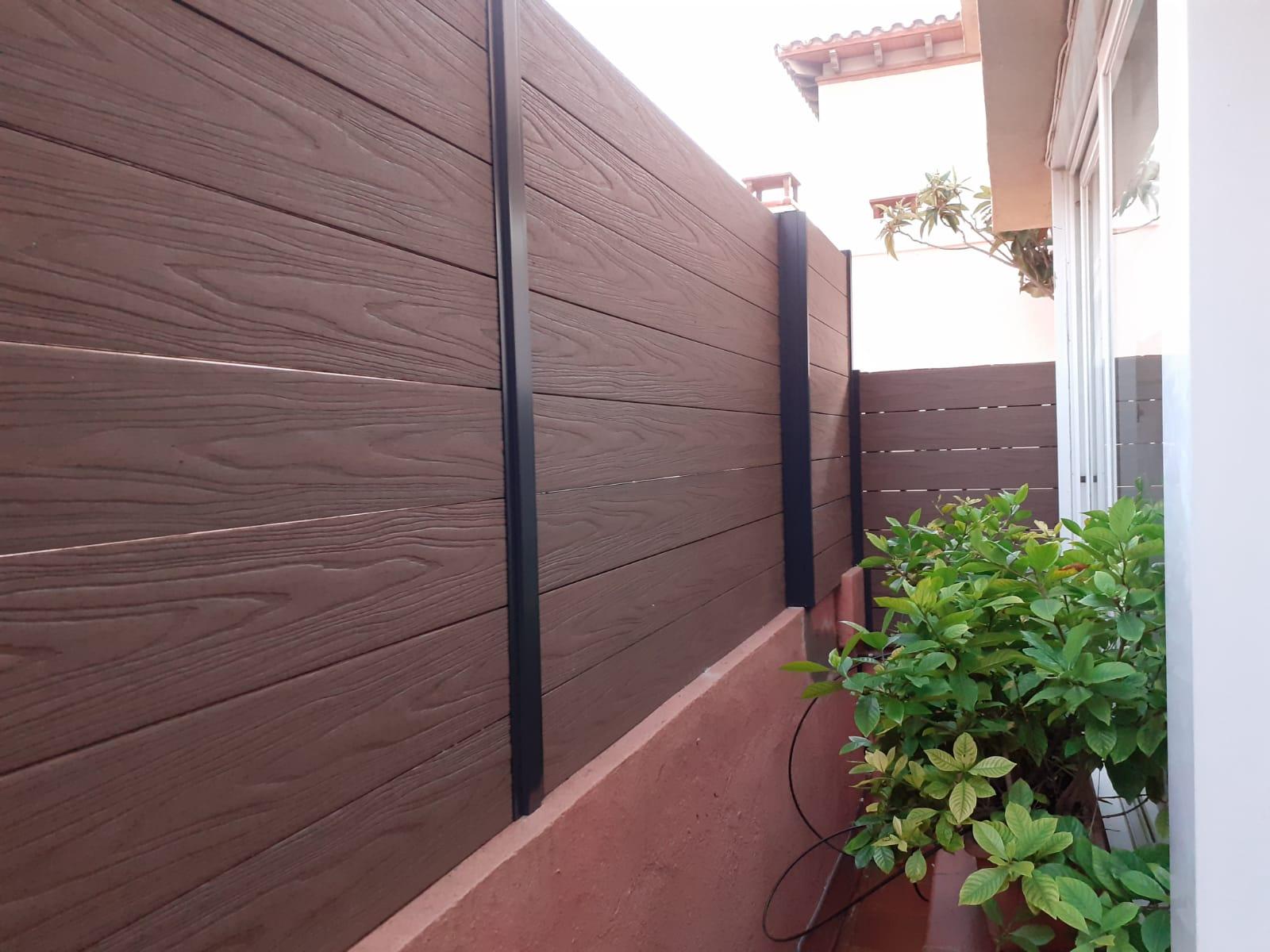 valla de madera sintética efecto madera