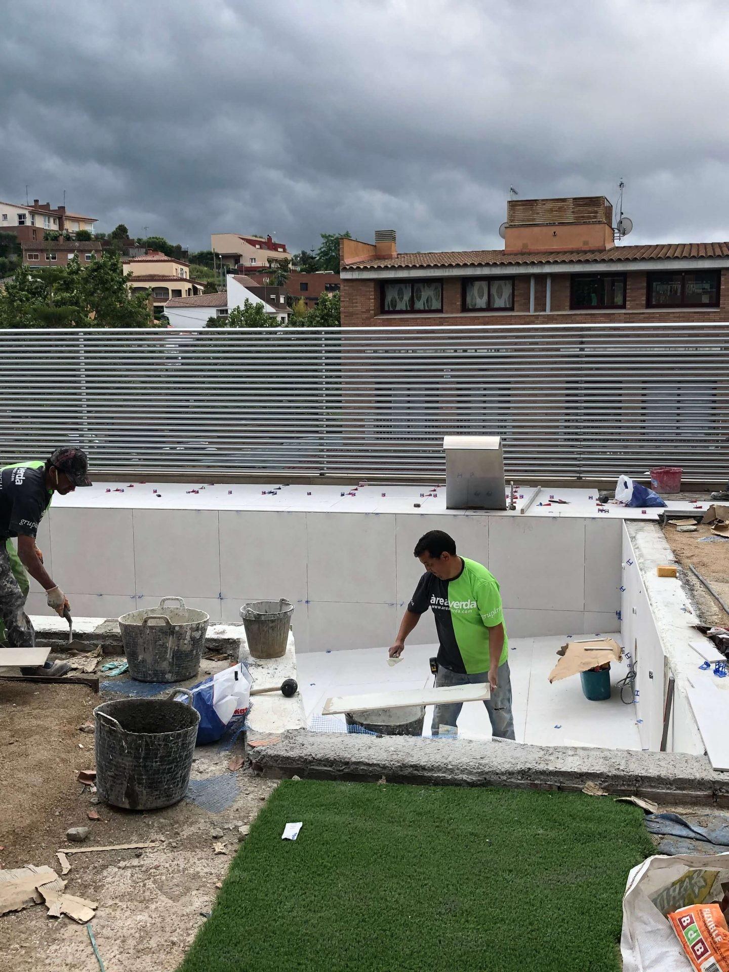 construccion de piscinas blancas