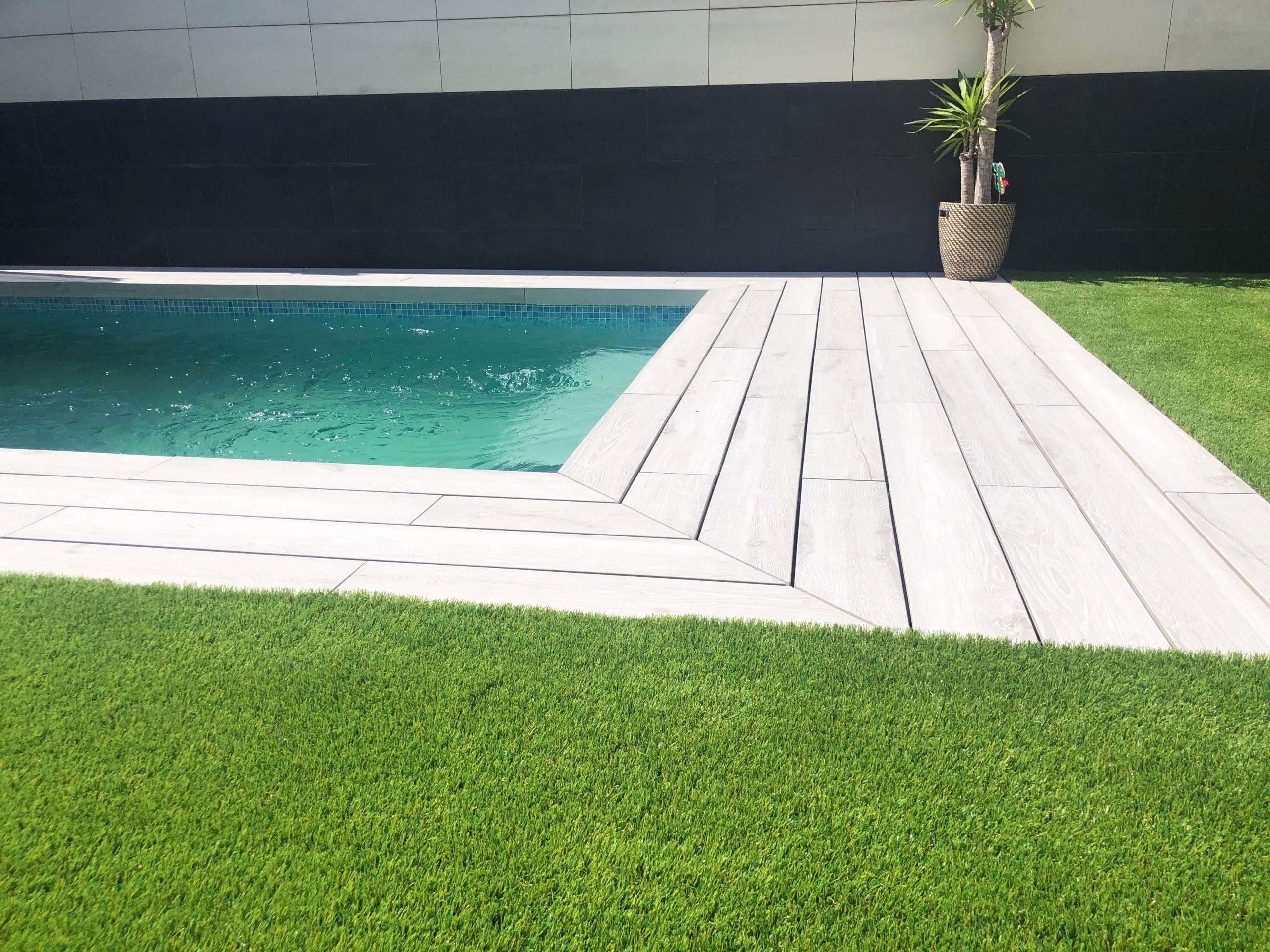 instalación césped artificial terraza