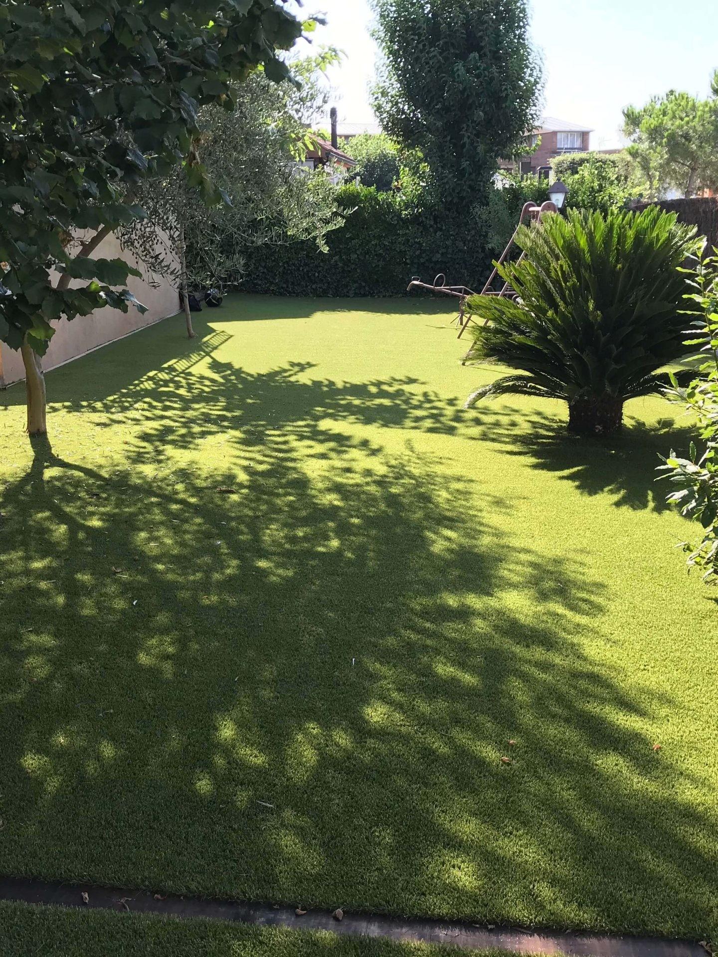 Instalación césped artificial jardín